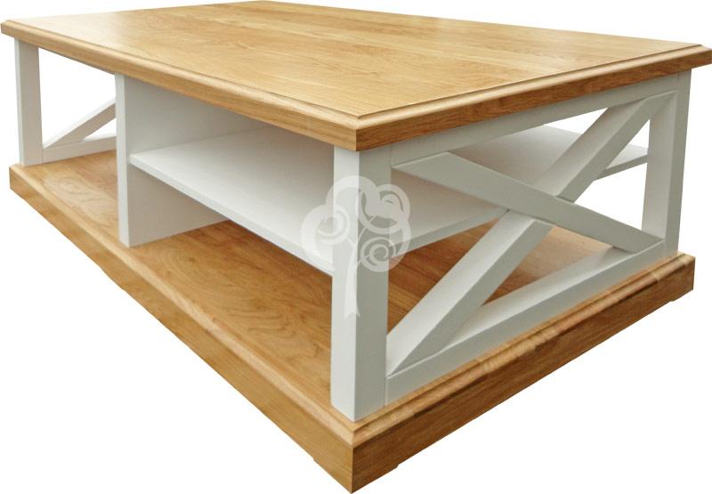 biały drewniany stolik kawowy